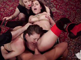 Секс вечеринка у бассейна