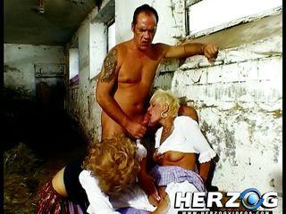 Парень смотрит жену русское порно