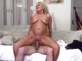посмотреть порно со зрелыми