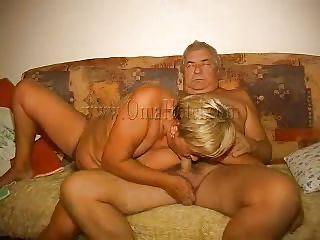 Порно ебать волосатую пизду зрелым